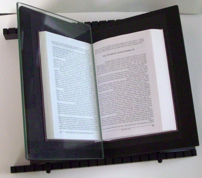ereszet DIY book cradle
